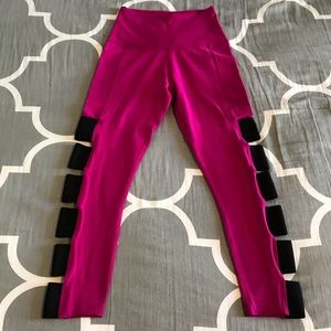 Beyond Yoga Hot Pink & Black Crop Leggings Small